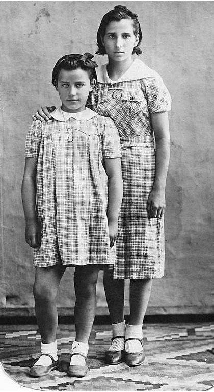 Бегоня Хермана в детском доме в Одессе с подружкой-испанкой.