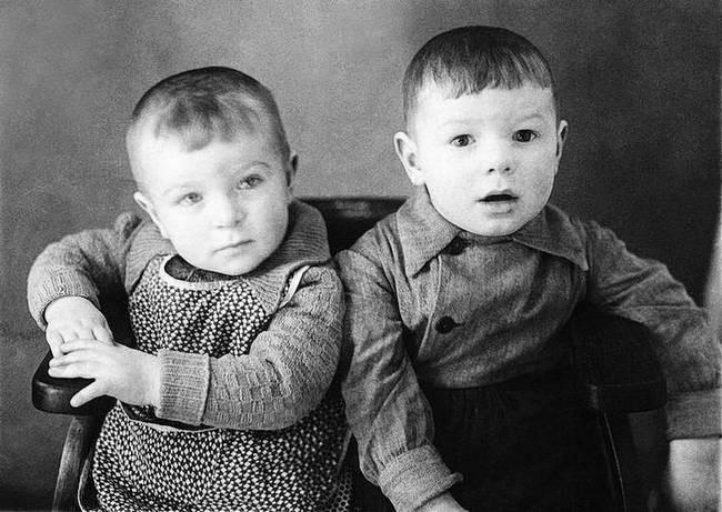 Валера Харламов с сестрой Таней