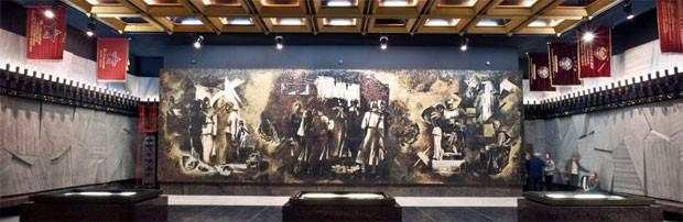 Чеканное панно в Памятном зале Памятника героическим защитникам Ленинграда на площади Победы