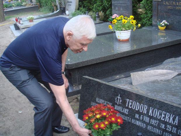 На могиле Олимпийского чемпиона Теодора Коцерка